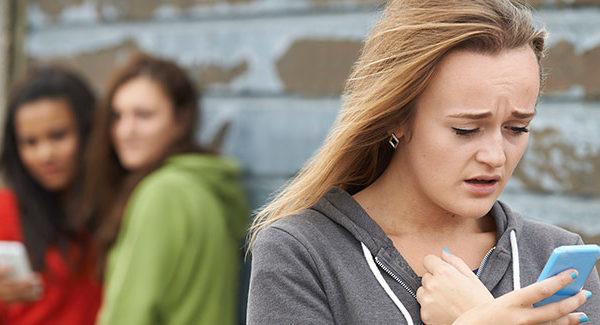 Cyberbullismo: 4 regole per difendere i propri figli